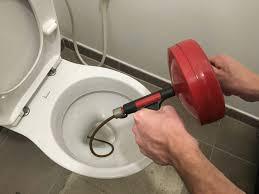 Comment déboucher une toilette par soi-même ?