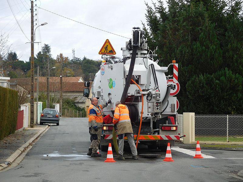 Débouchage de canalisations: pourquoi faire appel à un professionnel?