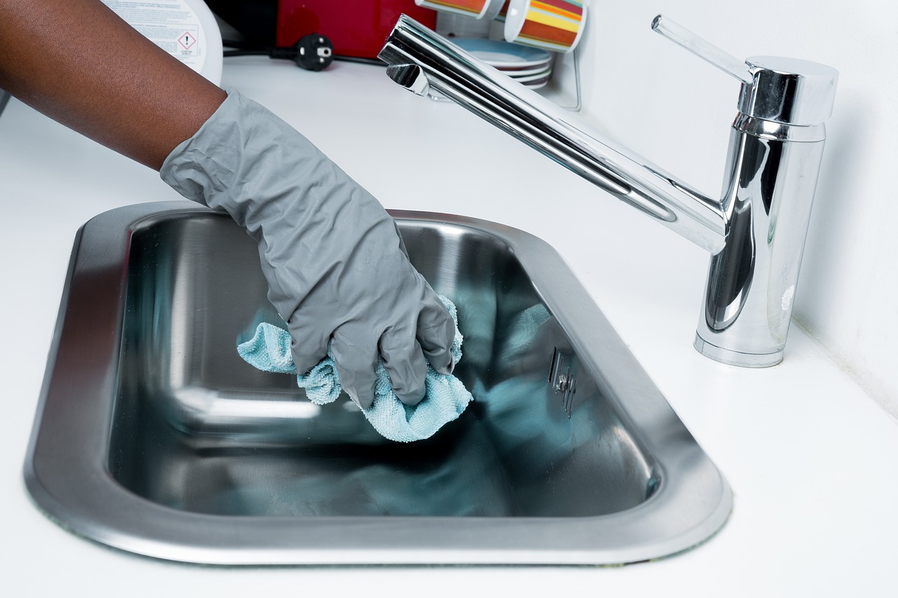 Engager une femme de ménage : une option intéressante