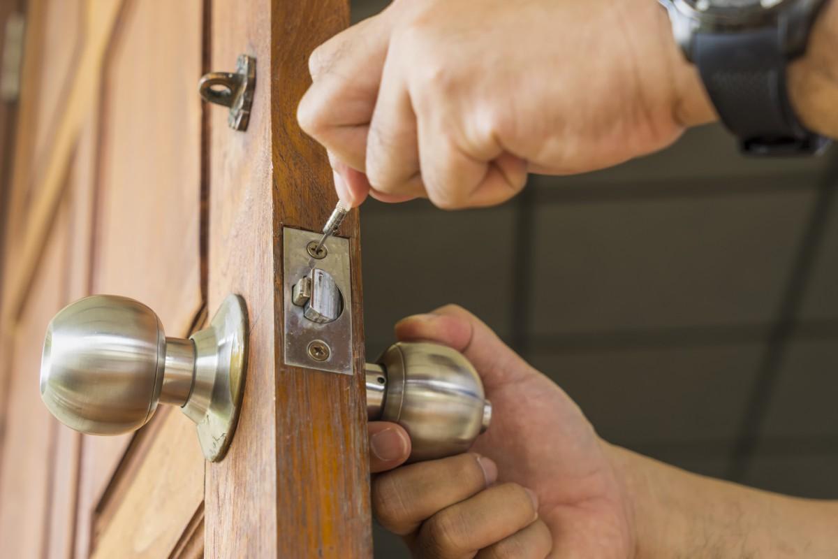 Confinement : pouvez-vous faire venir un serrurier à la maison ?