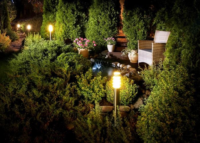 Quels luminaires pour éclairer son jardin sans électricité