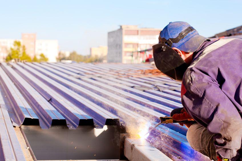 Quels sont les différents services de réparation et rénovation de toitures que proposent les artisans couvreurs?